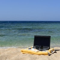 laptop-on-the-beach